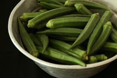 okra pods - how to grow in containers